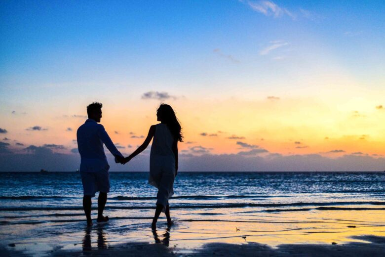 Pros & Cons of Dating Services | The Dating Detective Blog